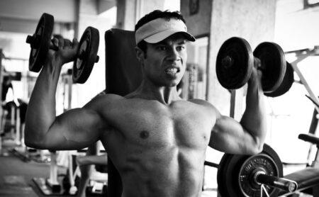 Spalle larghe, forti e sexy con un unico esercizio?