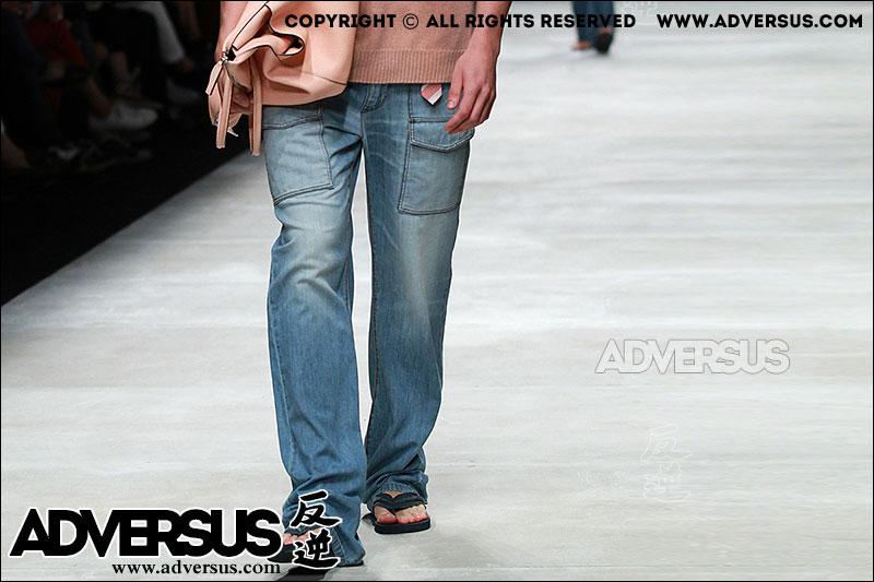 Jeans con sandali infradito, visti da Ermanno Scervino Estate 2016
