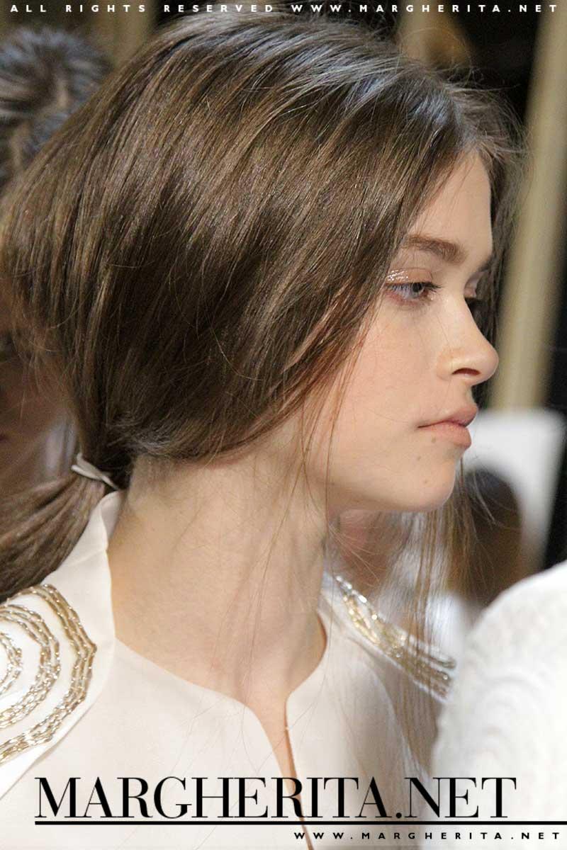 Acconciatura raccolta da Genny, hair: Enrico Mariotti, ph. Charlotte Mesman