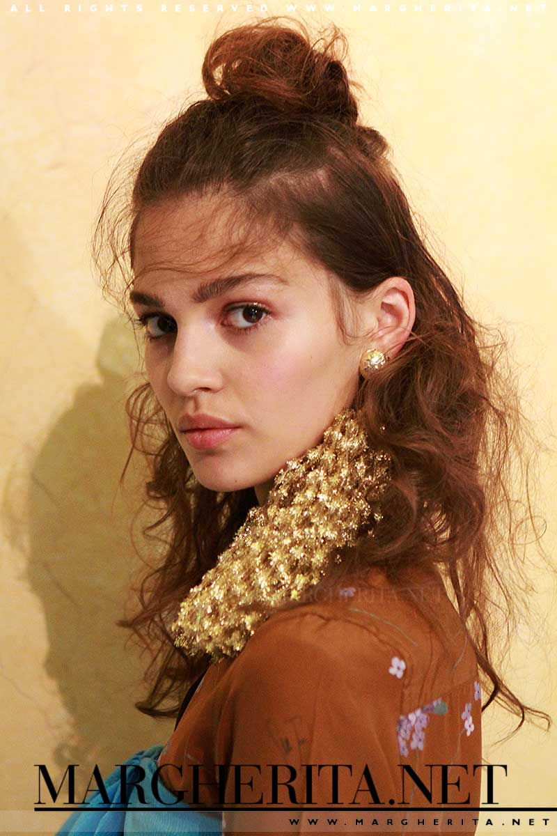 Un trucco moderno da Stella Jean estate 2017, make-up: Michele Magnani, M.A.C