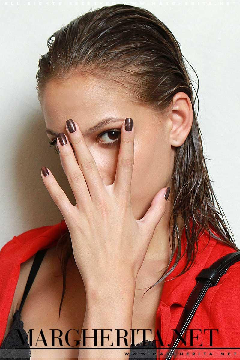 Unghie color bronzo da Les Copains, nail look: Antonio Sacripante, ph. Mauro Pilotto