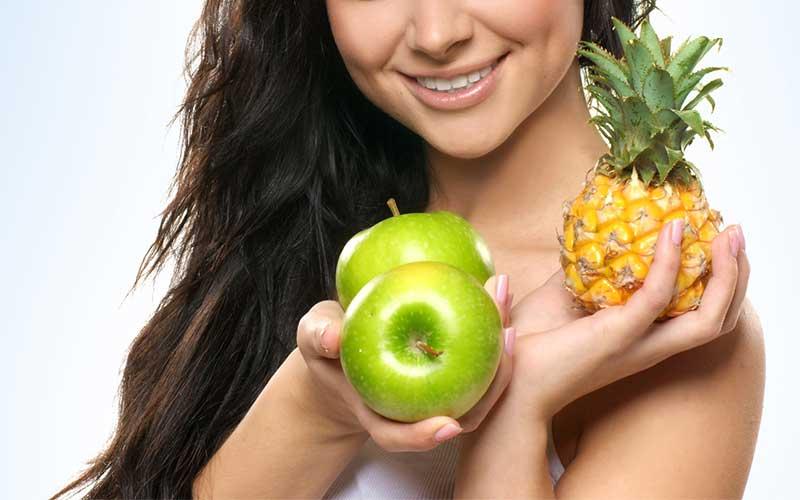 I cibi che fanno bene alla pelle (e quelli che fanno male)