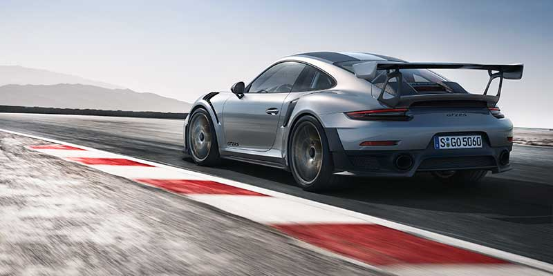 Nuova 911 GT2 RS con 700 CV, trazione posteriore, telaio sportivo da gara e asse posteriore sterzante