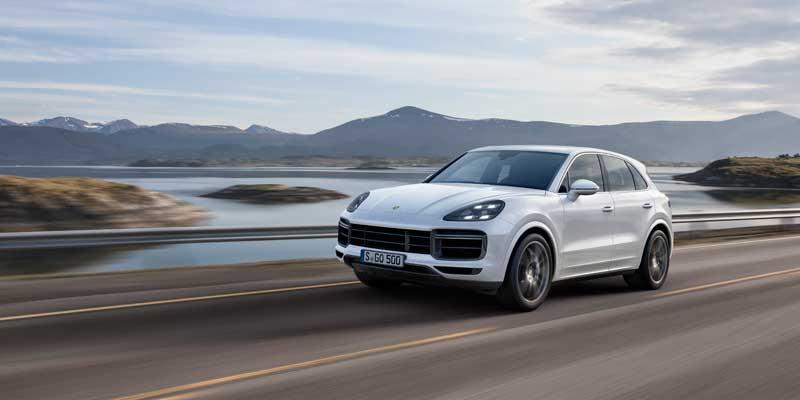 Nuova Porsche Cayenne Turbo: un SUV ancor più ispirato alla 911