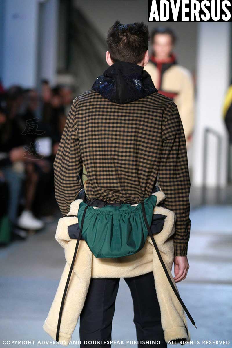 Tendenze moda uomo. Tendenze borse e accessori inverno 2018 - n21 Ph. Mauro Pilotto
