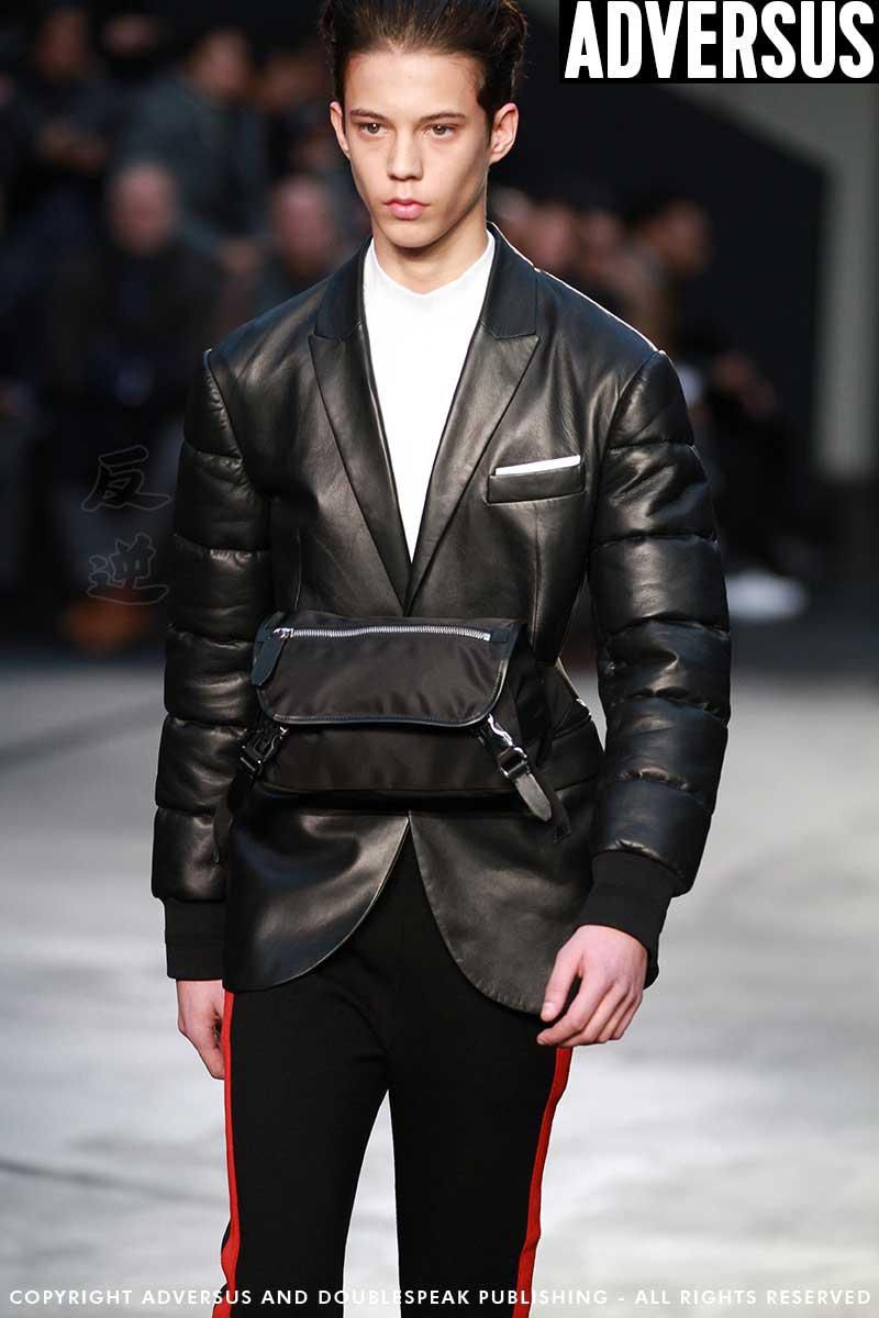 Tendenze moda uomo. Tendenze borse e accessori inverno 2018 - Neil Barrett Ph. Mauro Pilotto