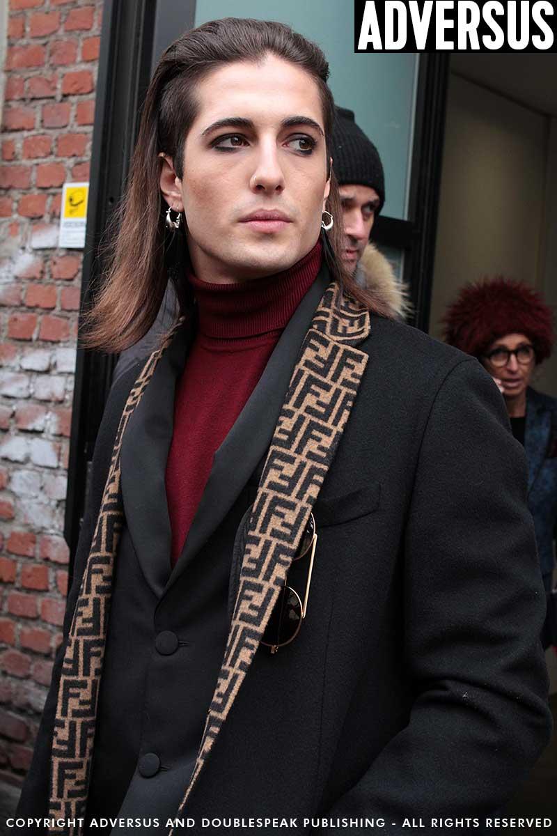 Damiano David dei Maneskin fuori dal backstage di Fendi- Foto Charlotte Mesman