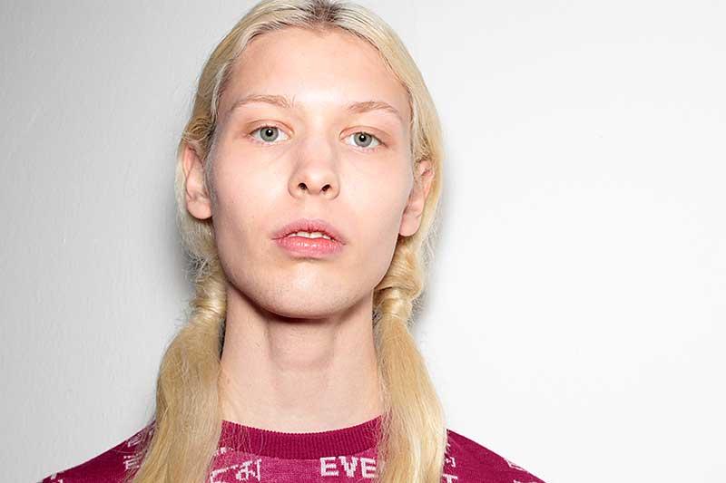 Tendenze capelli e tagli capelli uomo 2018. Capelli lunghi.