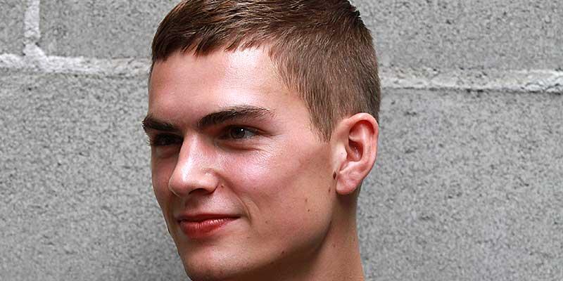 Nuovo taglio di capelli maschile