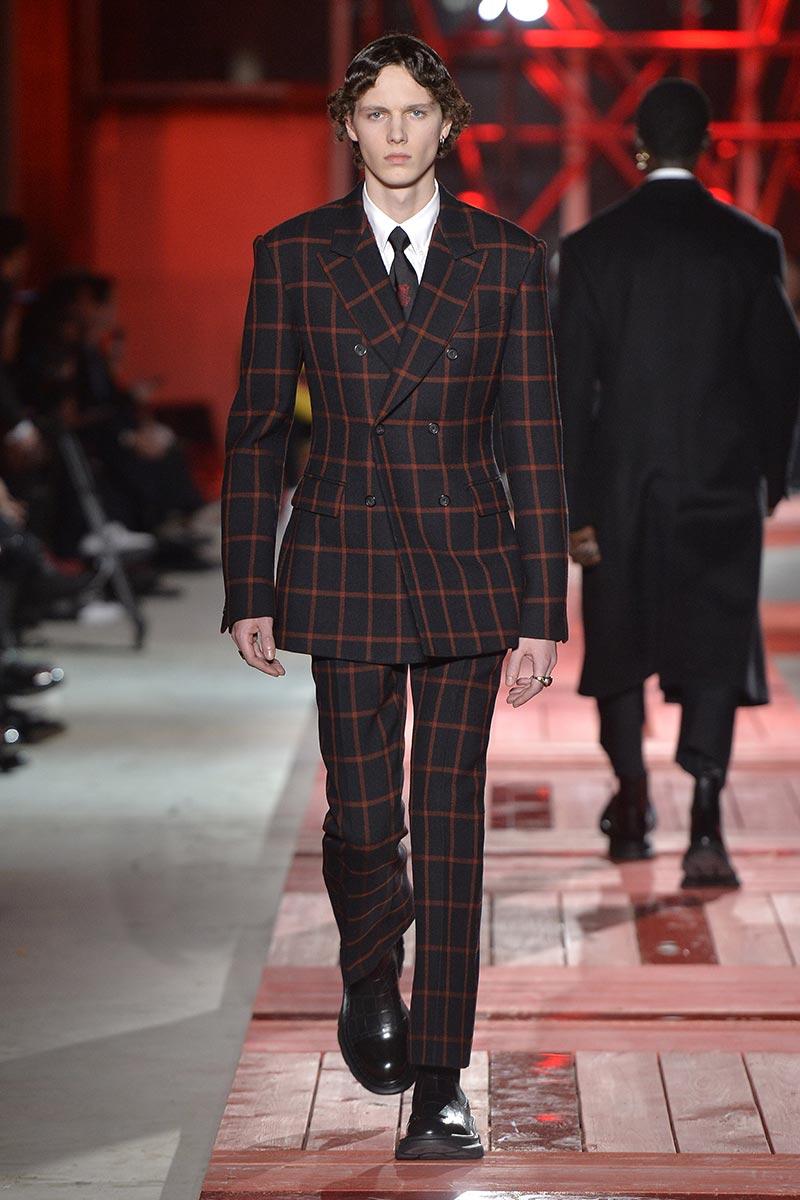 Vestiti Eleganti 2018 Uomo.Abiti Eleganti Uomo La Moda Uomo Autunno Inverno 2018 2019 Moda