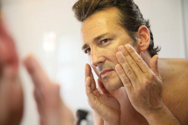 I trattamenti estetici più richiesti dagli uomini al dermatologo plastico