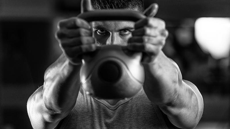 Rimettersi in forma con un solo esercizio? Certo che si può, con il 'kettlebell swing'