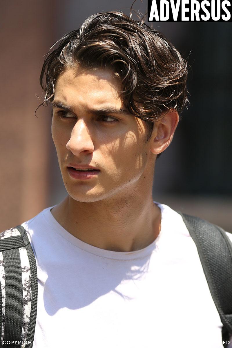 Tendenze capelli uomo estate 2019. Capelli lunghi per l'uomo. Foto Mauro Pilotto