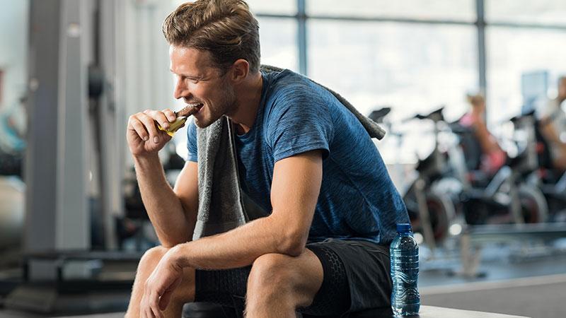 La dieta per chi si allena. Alimentazione, muscoli e allenamento.