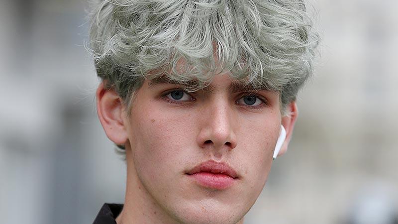 Capelli uomo e colori per capelli uomo 2020, il grigio è di moda - Foto Mauro Pilotto