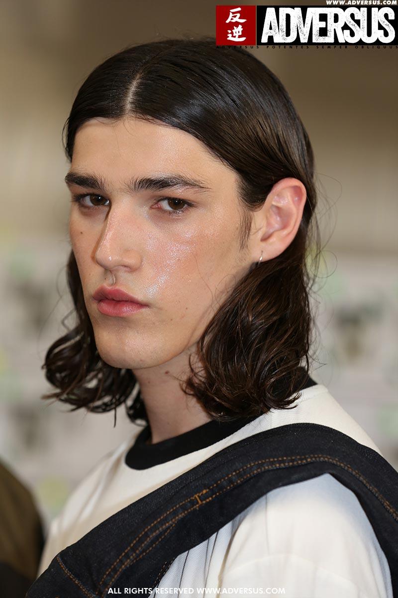 Tagli di capelli lunghi per l'uomo 2020. Sfilata Numero 00. Foto: Mauro Pilotto