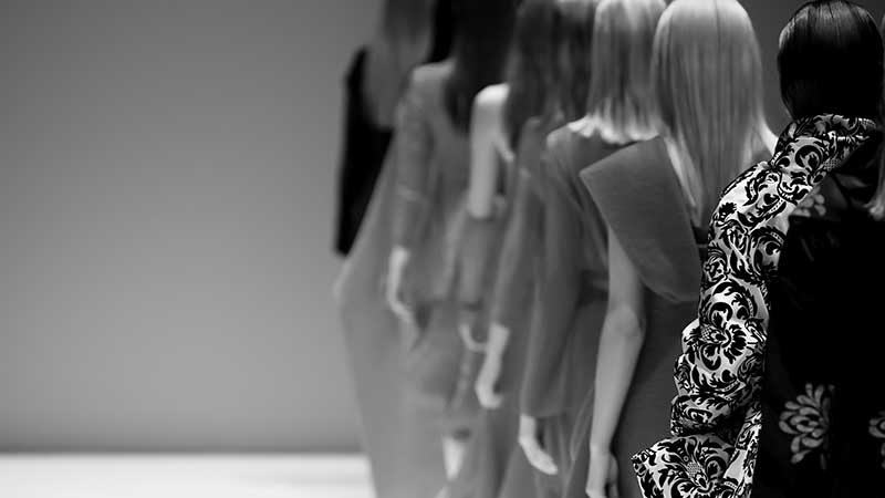 Come funziona il mondo delle agenzie di modelle. Cosa è la 'mother agency' e quali sono gli accordi tra modella e agente?