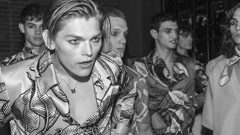 Tutte le novità tagli di capelli uomo 2020. Trend: i nuovi tagli di capelli. Backstage Miguel Vieira Estate 2020 – Foto Charlotte Mesman
