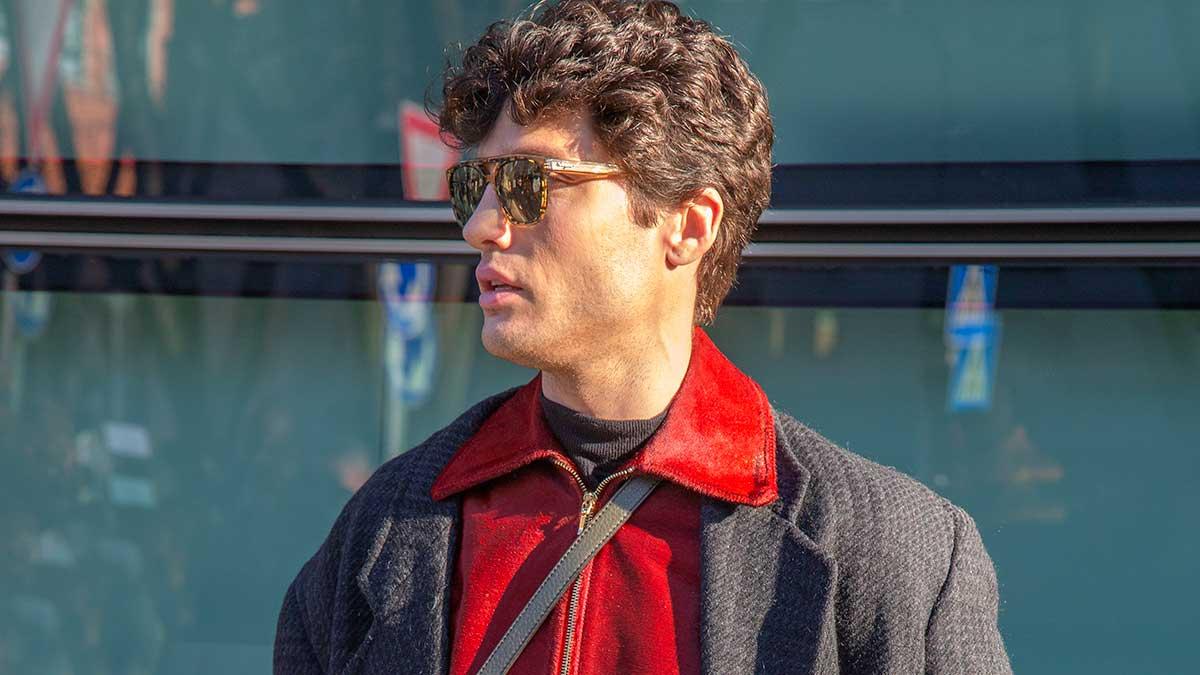 Moda uomo, lo street style per la primavera 2020. Aggiorna il tuo (grigio) look invernale. 3 idee di stile - Foto Charlotte Mesman