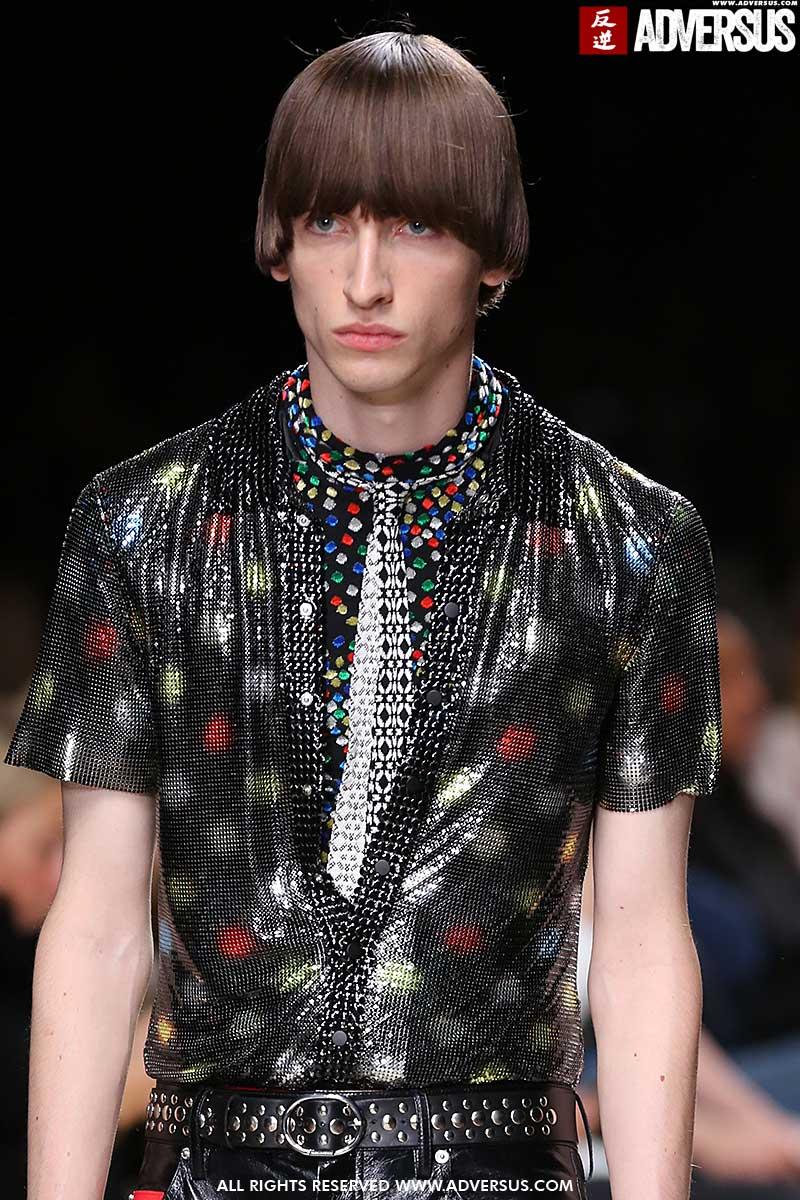 Tagli di capelli particolari per l'uomo estate 2020. Ecco le nuove tendenze tagli di capelli uomo Sfilata Paco Rabanne estate 2020. Foto: Mauro Pilotto
