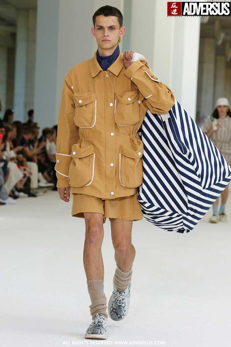 Moda uomo estate 2020. Grandi tasche per lui, la moda uomo primavera estate 2020 - Sfilata: Sunnei