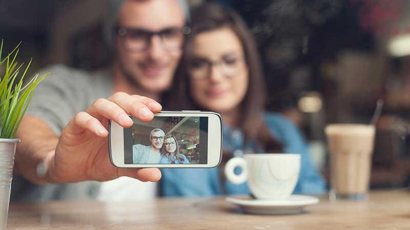 Interventi di dermatologia plastica e chirurgia estetica per essere più belli nei selfie e sui social