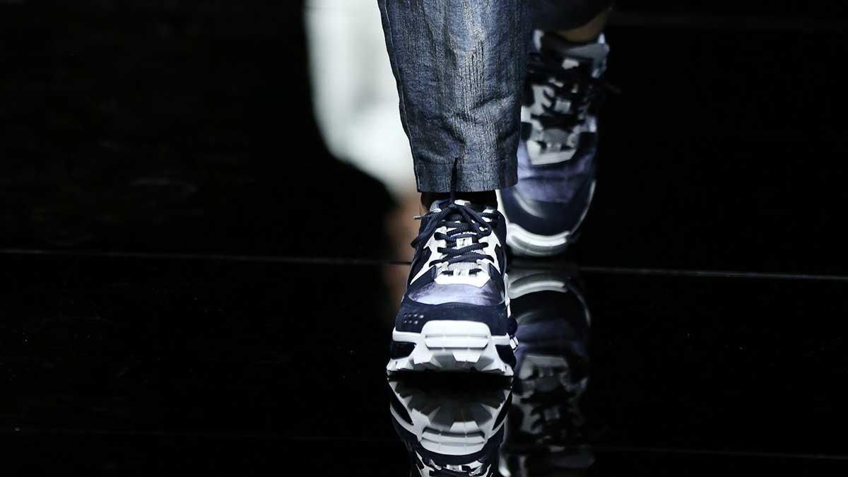Scarpe e tendenze scarpe per la primavera estate 2020: la mania per le sneakers non è ancora passata! Sfilata Emporio Armani Estate 2020 - Foto Mauro Pilotto