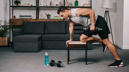 Pesi, muscoli e fitness: cosa serve per allenarsi a casa