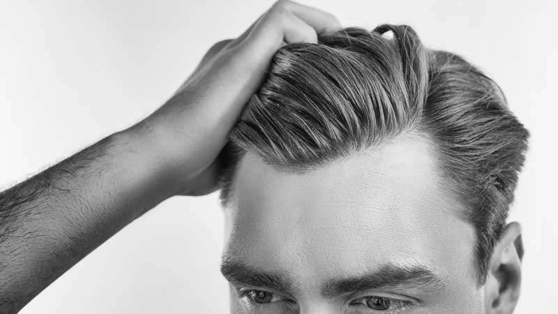 Come tenere in ordine i capelli da soli, a casa. Ecco i consigli degli esperti