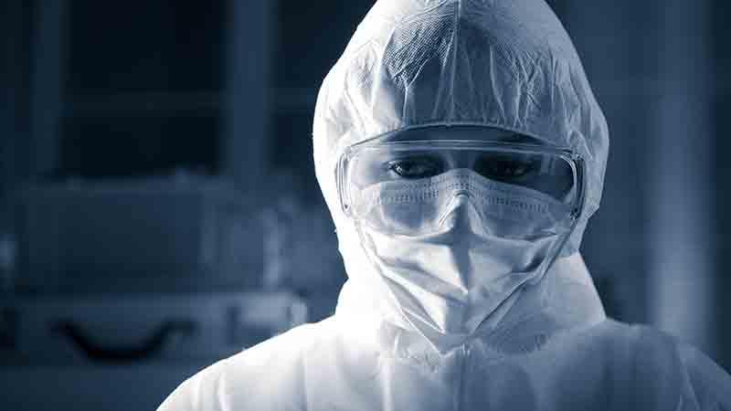 Sempre più microbiologi e virologi sostengono la possibilità che il virus SARS-CoV-2 sia stato creato in laboratorio. Cosa dobbiamo pensare?