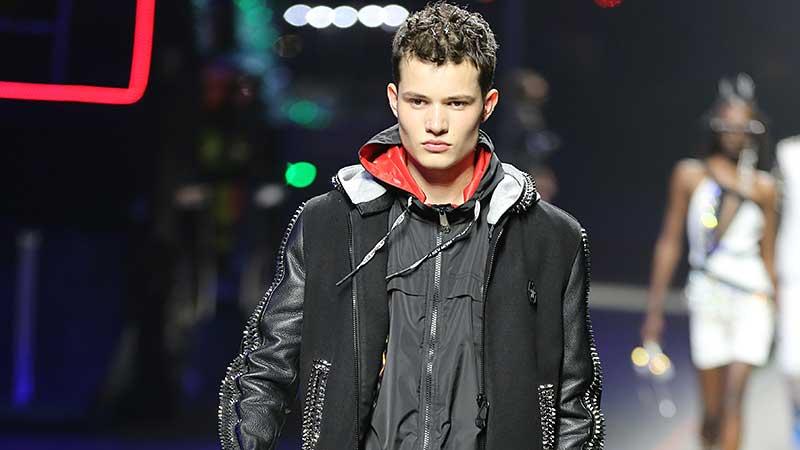 La moda uomo estate 2020. Mixate sportswear con casualewear per un look up to date - Sfilata Philipp Plein. Foto: Mauro Pilotto