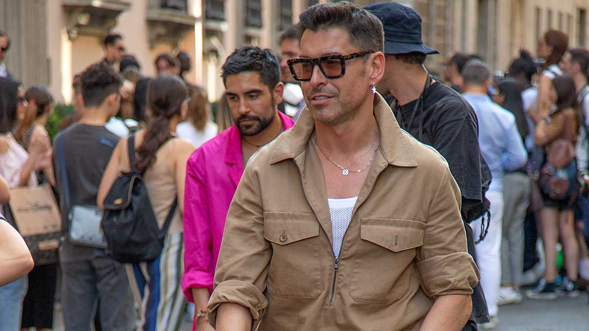 La moda uomo per l'estate 2020: dalla testa ai piedi in kaki. Street fashion estate 2020 - Foto Charlotte Mesman
