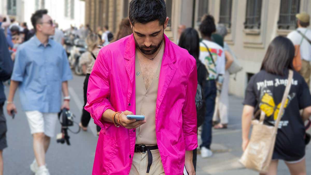 Moda uomo 2020. Rosa per lui? Street style moda uomo - Foto Charlotte Mesman
