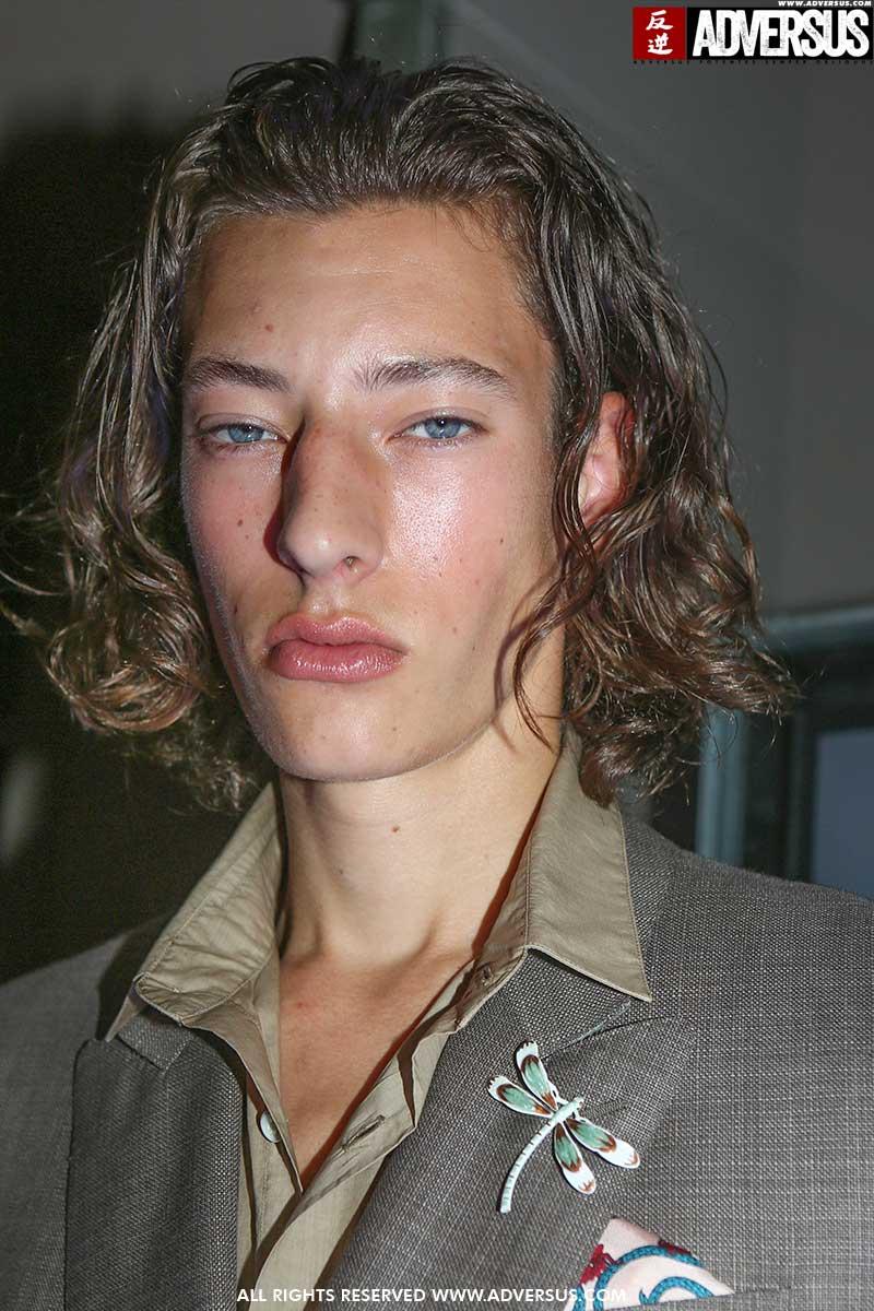 Nuovi trend capelli maschili estate 2020. I capelli sempre più lunghi per lui - Sfilata Pali Zileri Foto Mauro Pilotto
