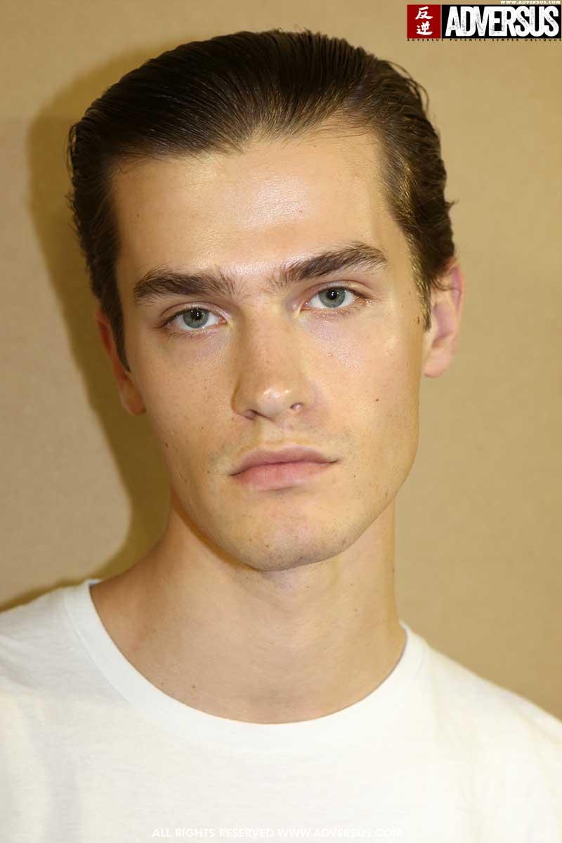 Idee tagli capelli uomo 2020. Capelli corti e lisci per l'estate - Foto Mauro Pilotto