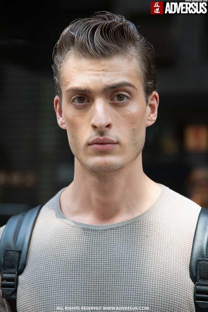 Il look capelli dell'estate 2020? Rockabilly look per l'uomo, capelli lunghi e tanto gel! - Foto Charlotte Mesman