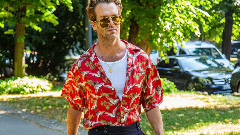 Tendenze moda uomo estate 2020. Le camicie per l'estate, idee e trends - Foto Charlotte Mesman