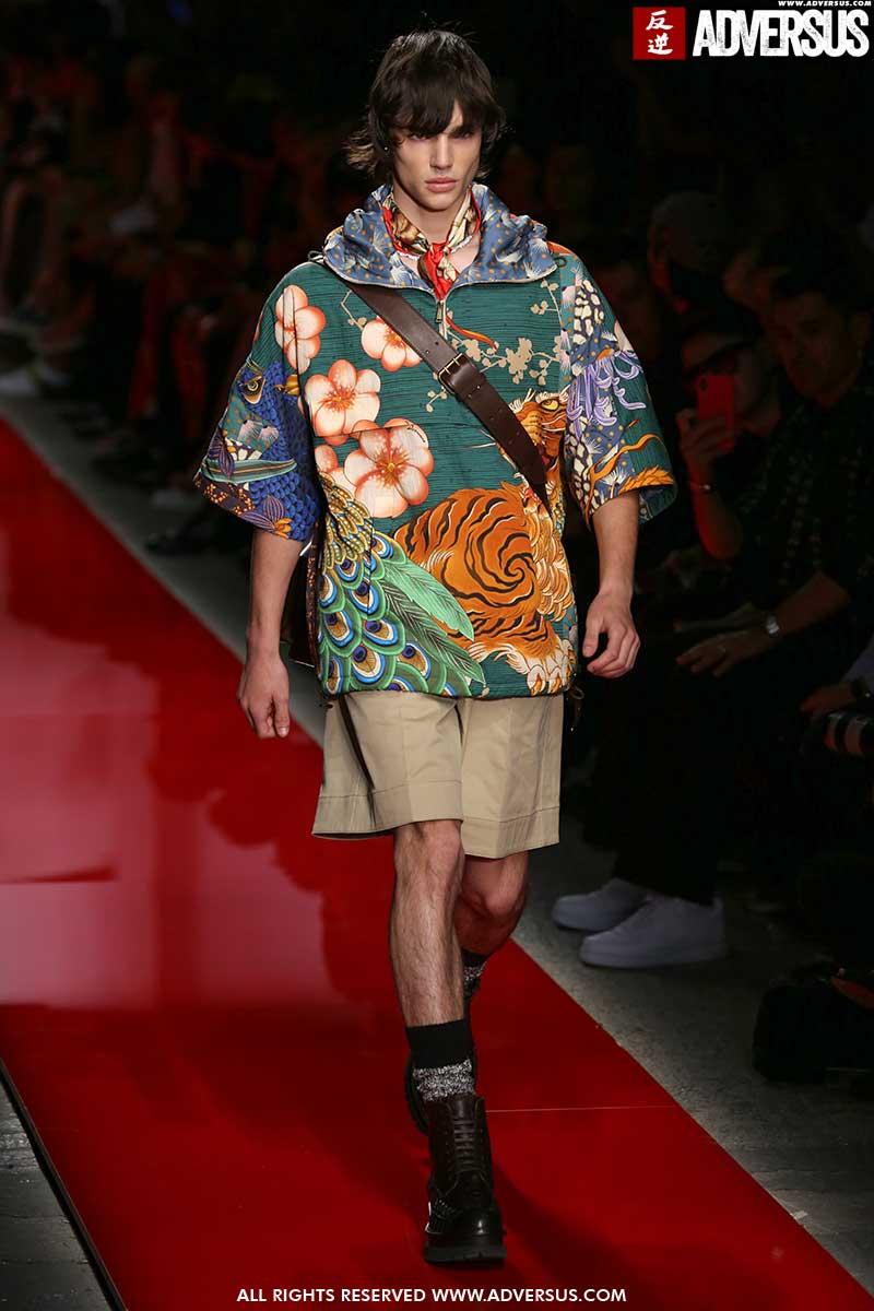 Tendenze moda estate 2020. Ecco come portare i pantaloni corti questa estate - Sfilata Dsquared2 Foto Mauro Pilotto