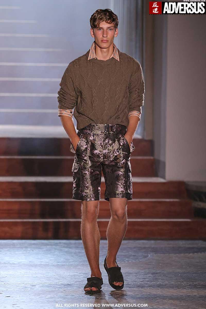 Tendenze moda estate 2020. Ecco come portare i pantaloni corti questa estate - Sfilata Pal Zileri Foto Mauro Pilotto