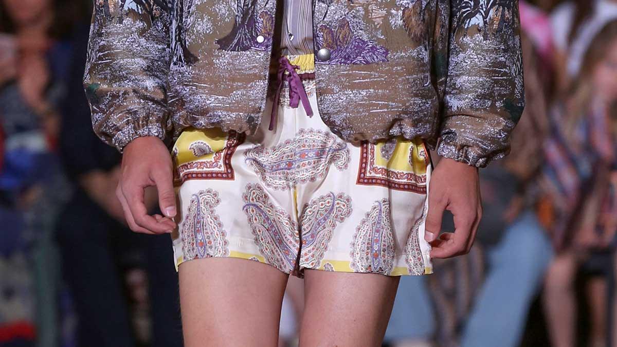 Tendenze moda estate 2020. Ecco come portare i pantaloni corti questa estate - Sfilata Etro Foto Mauro Pilotto
