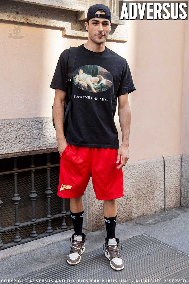 Moda uomo street style estate 2020. Trendy con i pantaloni corti! Foto Charlotte Mesman