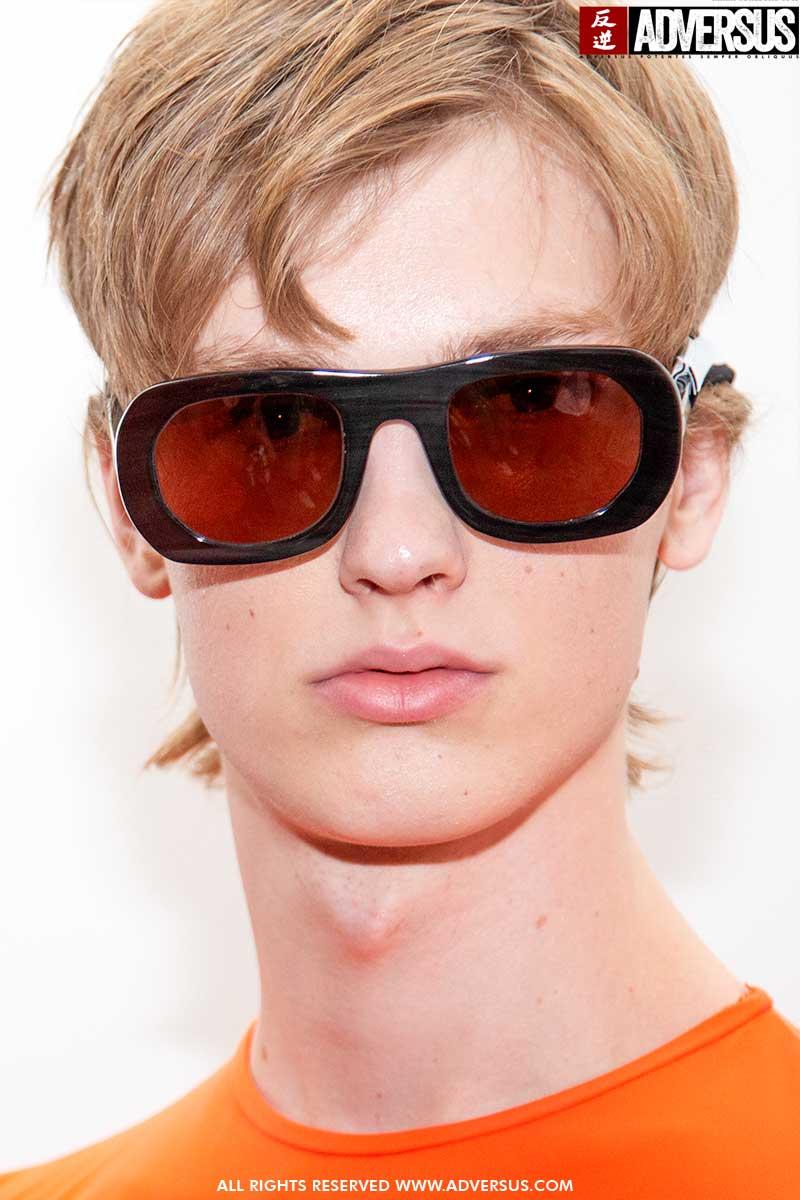 Tendenze tagli di capelli uomo 2020. Idee per chi ama i capelli corti - Sfilata Edith Marcel, Foto Charlotte Mesman