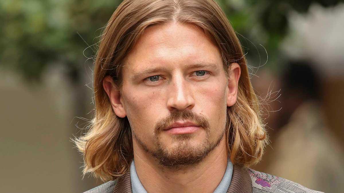 Tendenze capelli uomo (e grooming) inverno 2020 2021. Torna il pizzetto e la barba di tre giorni? - Foto Etro