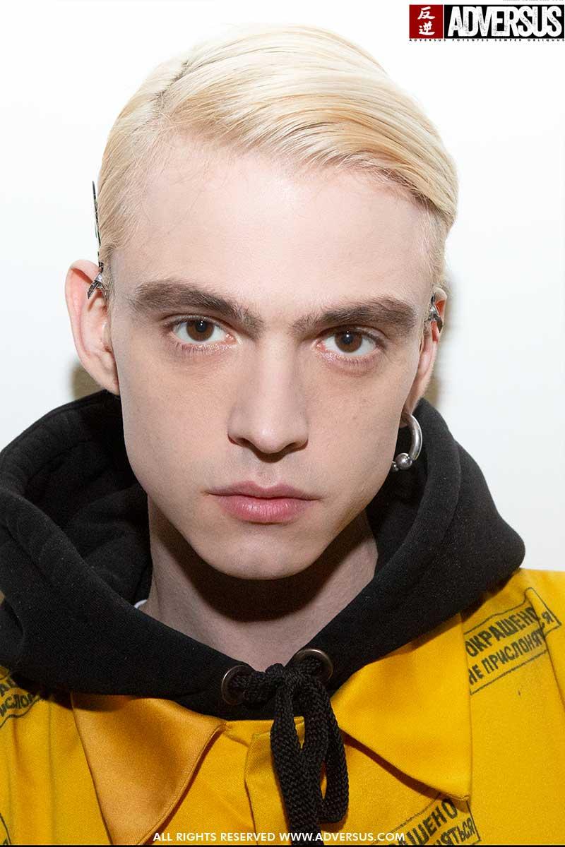 Tagli di capelli e colori di capelli uomo 2020. Avresti il coraggio di decolorare i tuoi capelli? - Backstage David Catalan Foto Charlotte Mesman