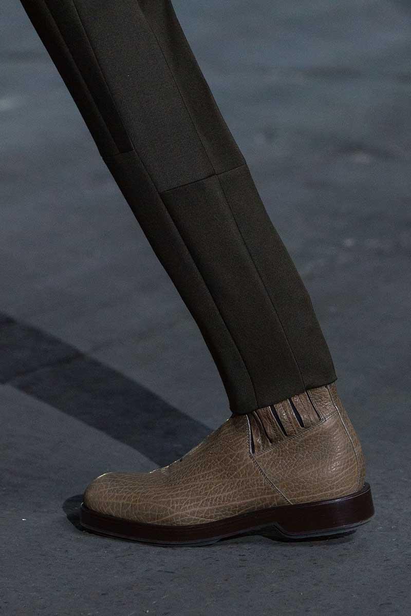 Tendenze scarpe uomo autunno inverno 2020 2021. Classici stivali Chelsea o stivali alti e moderni? Foto Ermenegildo Zegna