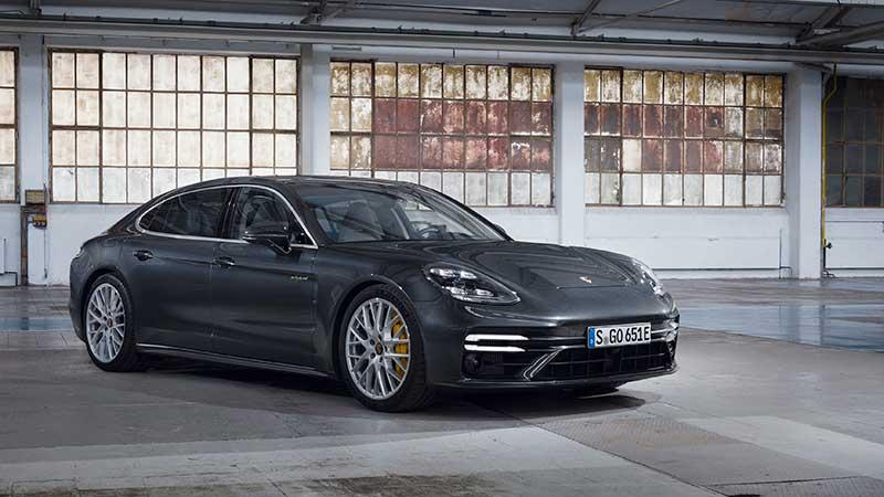 Porsche presenta i nuovi modelli Panamera con potenza fino a 700 CV