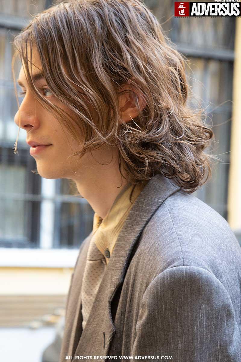 """Tagli di capelli uomo inverno 2020 2021. Questa lunghezza di capelli è il """"nuovo standard"""" Sfilata: Magliano Photo Charlotte Mesman"""