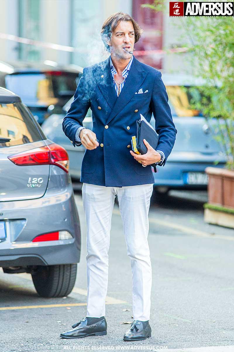 Moda uomo street style 2020. Giacca monopetto o doppiopetto? Foto Charlotte Mesman