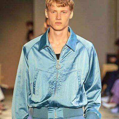 Tendenze moda uomo primavera estate 2021. I colori pastello, anche per il completo uomo