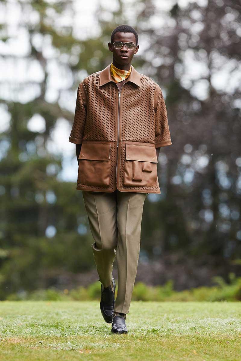 Tendenze moda uomo primavera estate 2021: giubbotti in pelle per lui. Photo: courtesy of Ermenegildo Zegna